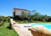 Villa signorile dalle alte finiture,lussuosa piscina ampi spazi verdi + terreno limitrofo
